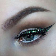 Loving this glitter eye by @alyssamarieartistry! ✨ #inspo