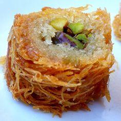 Ägyptisches Rezept für gefüllte Kunafa-Rollen mit Pistazien oder Nüssen