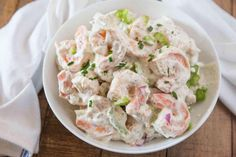 Салат из яблок с сыром, креветками и орехами Империя вкусов Dill Pasta Salad Recipe, Sea Food Salad Recipes, Shrimp Salad Recipes, Creamy Cucumber Salad, Creamy Cucumbers, Seafood Recipes, Cooking Recipes, Creamy Coleslaw, Shrimp Dishes