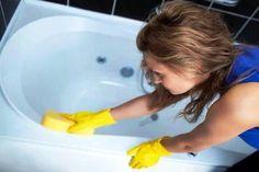 Иногда на сантехнических приборах появляется желтизна. 11 доступных способов отчистить ванну без использования дорогих магазинных средств.