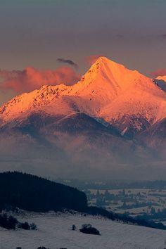 sundxwn: kriváň by Jozef Šifra Snow Scenes, Landscape Photography, Mount Everest, Sunrise, National Parks, Images, Earth, Mountains, Pictures