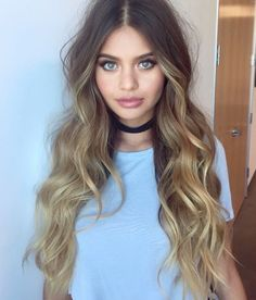 We're getting major mermaid vibes from this wavy ombre hairdo!