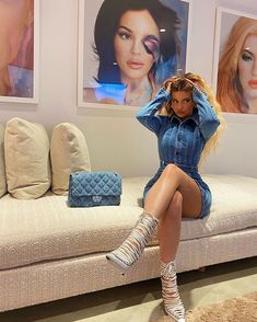 Kylie Jenner y la bolsa Chanel de mezclilla que combinó con su look denim - Fashion Trends 2020 Modadiaria 每日时尚趋势 2020 时尚 Kylie Jenner Outfits, Kylie Jenner Fotos, Trajes Kylie Jenner, Looks Kylie Jenner, Kendall And Kylie Jenner, Kylie Minogue, Kylie Jenner Instagram, Kylie Jenner Jumpsuit, Kylie Jenner Fashion