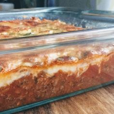 This upside down pizza casserole is the perfect family friendly keto dish! It… This upside down pizza casserole is the perfect family friendly keto dish! It's so easy to make and can even be prepped ahead of time for a quick weeknight meal! Ketogenic Recipes, Low Carb Recipes, Cooking Recipes, Easy Recipes, Dinner Recipes, Cooking Corn, Cooking Turkey, Free Recipes, Low Carb Pizza