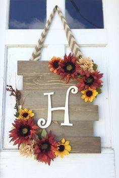 Cute and chic sunflower door hanger. I love it! #falldecor #homedecor #homedesignideas #ad