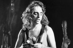 Alice Cooper launched 'Welcome to My Nightmare' tour in May 1975.