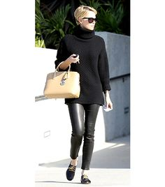 Great look! --Charlize Theron wearing leather pants, an oversize black turtleneck sweater, and Chloe patent heel oxfords. Mode Outfits, Fall Outfits, Fashion Outfits, Charlize Theron Style, Evening Attire, Black Turtleneck, Black Jumper, Fall Fashion Trends, Leggings Are Not Pants