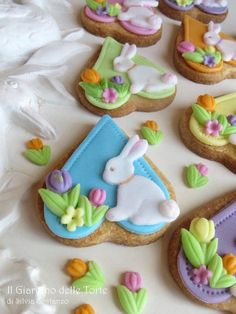 Say Happy Easter with cookies. We love these cookies with eggs, chicks and bunnies. Paint Cookies, Cake Cookies, Onesie Cookies, Cross Cookies, Easter Cookies, Easter Cake, Easter Party, Easter Bunny, Festa Party