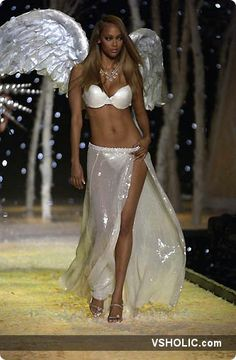 Tyra Banks Victoria's Secret Fashion Show 2001!!!