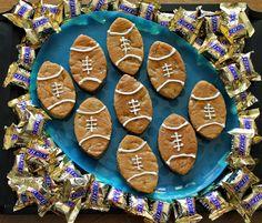 SnickersMinis Football Cookie Bars Football Draft Party, Football Cookies, Party Snacks, Cookie Bars, Brownies, Cooking, Mini, Sweet