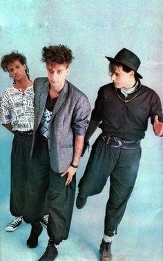 Soda Stereo, Wanting A Boyfriend, Spanish Music, Queen Freddie Mercury, Chris Cornell, Gorillaz, Film Music Books, Music Bands, Cool Bands