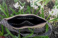 Szorgos kezek: Pöttyös táska (ingyen szabásmintával és varrási útmutatóval) Sunglasses Case, Fashion, Moda, Fashion Styles, Fashion Illustrations