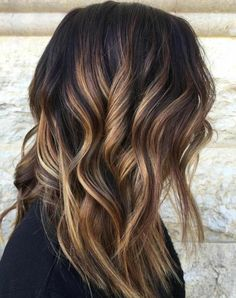 30 Caramel Highlight Hair Color Ideas in If you are looking a highlight color, then tell me what can be more excellent choice than these 30 caramel highlight hair color ideas in The bes. Karamelfarbene Highlights, Black Hair With Highlights, Caramel Highlights, Colored Highlights, Caramel Color, Chunky Highlights, Best Ombre Hair, Ombre Hair Color, Cool Hair Color