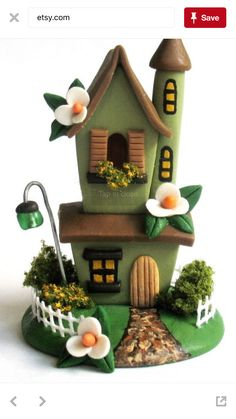 Used Jar and Polymer Clay Fairy House Polymer Clay Fairy, Polymer Clay Miniatures, Polymer Clay Projects, Polymer Clay Creations, Clay Fairy House, Fairy Houses, Pottery Houses, Fairy Jars, 3d Quilling