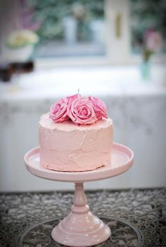 Just a few flowers on top of a small cake and then cupcakes for the rest.