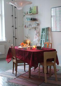 Räsymatot, lokki -valaisin, Artek tuoli... Finnish kitchen