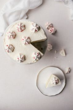 A moist and delicately flavored white chocolate cake with a smooth and creamy peppermint Italian meringue buttercream frosting. Chocolate Peppermint Cake, White Chocolate Cake, Decadent Chocolate Cake, Cake Icing, Buttercream Frosting, Eat Cake, Healthy Cake Recipes, Baking Recipes, Dessert Recipes
