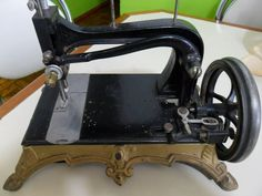 Maquina Costura A Mais Antiga - R$ 1.800,00 em Mercado Livre