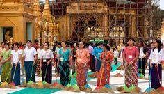 Membersihkan Pagoda Shwedagon untuk Dapatkan Pahala