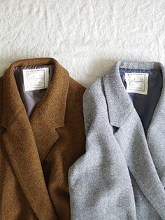 Antiquités England wool twill chester coat.