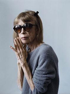 "Brigitte Lacombe Joan Didion, New York City Undated ""That no one dies of migraine seems to someone deep in an attack as an ambiguous blessing."" Joan Didion, ""The White Album"" 1979 Joan Didion Quotes, Brigitte Lacombe, The White Album, Advanced Style, Black Turtleneck, Mode Style, Girl Crushes, Style Icons, Hair Clips"