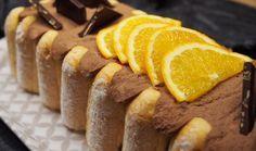 Une bûche façon charlotte chocolat oranges confites qui ravira les plus gourmand pour les fêtes de noël ! Disponible en version choco/framboise sur le blog!