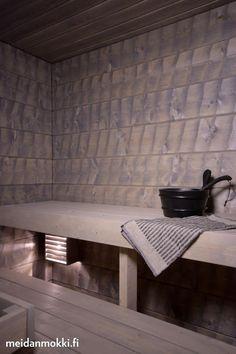 Savusaunan henkeä | Meidän Mökki Sauna Design, Outdoor Sauna, Finnish Sauna, Sauna Room, Steam Room, Saunas, Painted Doors, Extra Seating, Log Homes