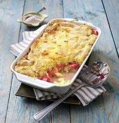 Rhubarb semolina casserole with cinnamon-sugar crust – Top Trends Sweet Desserts, No Bake Desserts, Sports Food, Rhubarb Recipes, Healthy Sweets, Desert Recipes, Summer Recipes, Macaroni And Cheese, Brunch