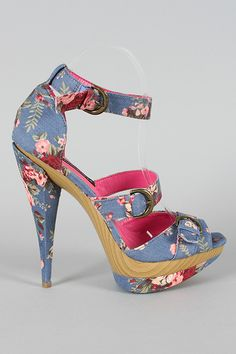 AGOTADOS. Sandalias de estampado floral