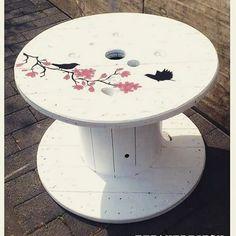 【herr_fetane】さんのInstagramをピンしています。 《Fly like a  #fetanedesign #fraufetane #facebook #follow #handmade #diy #doityourself #upcycling #recycled #wood #furniture #furnituredesign #kabeltrommel #table #tabledesign #cabledrum #lintrumma #white #birds #kirschblüten #cherryblossoms #myart #art #paint #illustration #draw #sketch #edding》