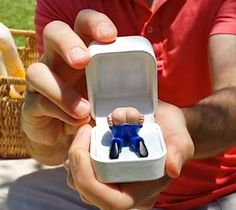 Prank Engagement Ring Farts When You Open It