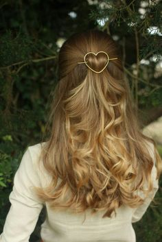 This is my favourite hairstyle and that barrette is just to die for!