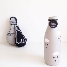 Botella de leche extra grande con nubes y estrellas pintados a mano personalizado