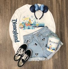Trendy Spirit Jersey Now Comes in This Festive, Vintage Design Disneyland Resort Spirit Jersey Trend Fashion, Teen Fashion Outfits, Mode Outfits, Outfits For Teens, Trendy Outfits, Girl Outfits, Summer Outfits, Disney Fashion, Insta Outfits