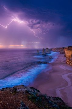 Lightning {The Apostles, Victoria Australia} by Elvis Fang via BANSHY