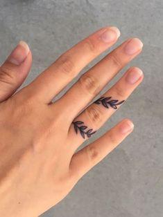 Mini Tattoos, Dream Tattoos, Little Tattoos, Future Tattoos, Tattoos For Guys, Diy Tattoo, Henna Tattoo Designs, Finger Tattoos, Body Art Tattoos