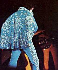 Elvis fashioned jumpsuits were first inspired by his childhood comic hero Captain Marvel down the the lighting bolt which became the TCB design Elvis Presley News, Elvis Presley Live, Elvis Presley Family, Priscilla Presley, Memphis Mafia, Father's Day 2016, Elvis In Concert, Blue Jumpsuits, Captain Marvel