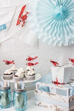Was für eine schöne Idee für das passende Essen zur nächsten Flieger-Party zum Kindergeburtstag. Vielen Dank dafür! Dein blog.balloonas.com #kindergeburtstag #motto #mottoparty #party #flugzeug #pilot #balloonas #airport #airplane #food #idea #essen