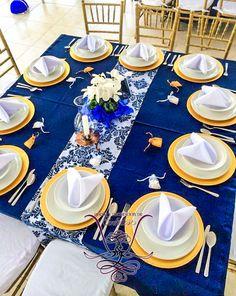 Camino de mesa damasco azul rey con blanco, boda azul, blue weeding, plato base dorado