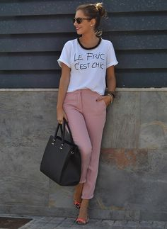Rosa Palo Pink Pants Outfit, Outfits Leggins, Casual Chic, Casual Wear, Cool Outfits, Casual Outfits, White Shirt And Jeans, Spring Work Outfits, Mode Boho
