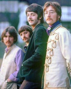 The Beatles, Photo Shoot At The Home Of Ringo Starr In Sunny Heights, Weybridge, London, February Photo by Henry Grossman Foto Beatles, Beatles Love, Les Beatles, Beatles Photos, Beatles Funny, Beatles Art, Ringo Starr, George Harrison, Soul Music