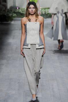 Sfilata Vionnet Paris - Collezioni Autunno Inverno 2014-15 - Vogue. Fashion details of clothes. Детали одежды от кутюр. Detaily oblečení od modních návrhářů.