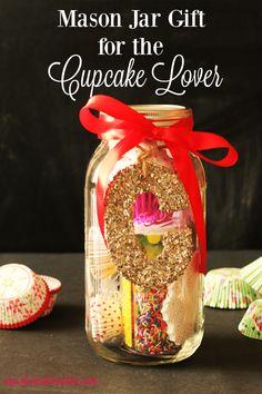 Cupcake Lovers Mason Jar Christmas Gift DIY - Cupcakes and Crinoline Mason Jar Christmas Gifts, Mason Jar Gifts, Homemade Christmas Gifts, Mason Jar Diy, Homemade Gifts, Diy Gifts, Christmas Diy, Gift Jars, Christmas Things