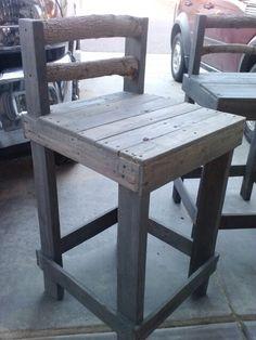 Pallet bar stool