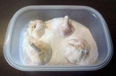 Γέμισε ένα δοχείο με χοντρό αλάτι κι έβαλε μέσα σκόρδο - Ο λόγος θα σας καταπλήξει - Γεύση & Συνταγές - Athens magazine Broken Egg, Piece Of Bread, Clothes Line, Cleaning Hacks, Helpful Hints, Tea Pots, Garlic, Ale, Teak