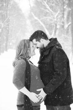 winter maternity pics outside