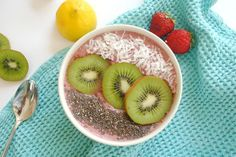 Cherry Berry Anti-Inflammatory Smoothie Bowl Mmmm, can't wait to eat this!!! Cool Concept