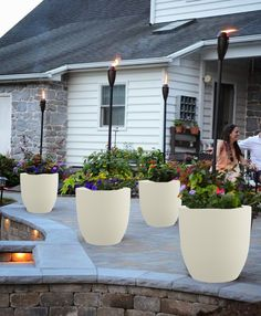 Upgrade your outdoor space with these fun and totally doable patio diy ideas. Beginners to advanced diyers will find a great project here! ideas outdoor 19 Patio DIY Ideas to Upgrade Your Outdoor Space Budget Patio, Diy Patio, Diy Terrasse, Backyard Projects, Outdoor Projects, Diy Projects, Backyard Landscaping, Sloped Backyard, Backyard Plants