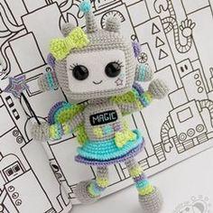 Вязаная кукла робот амигуруми крючком