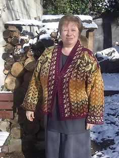 Ravelry: JeanHT's Spinning kestrels-- I LOVE this one.
